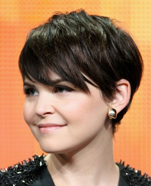 Women Short Pixie Hairstyle for Round Face