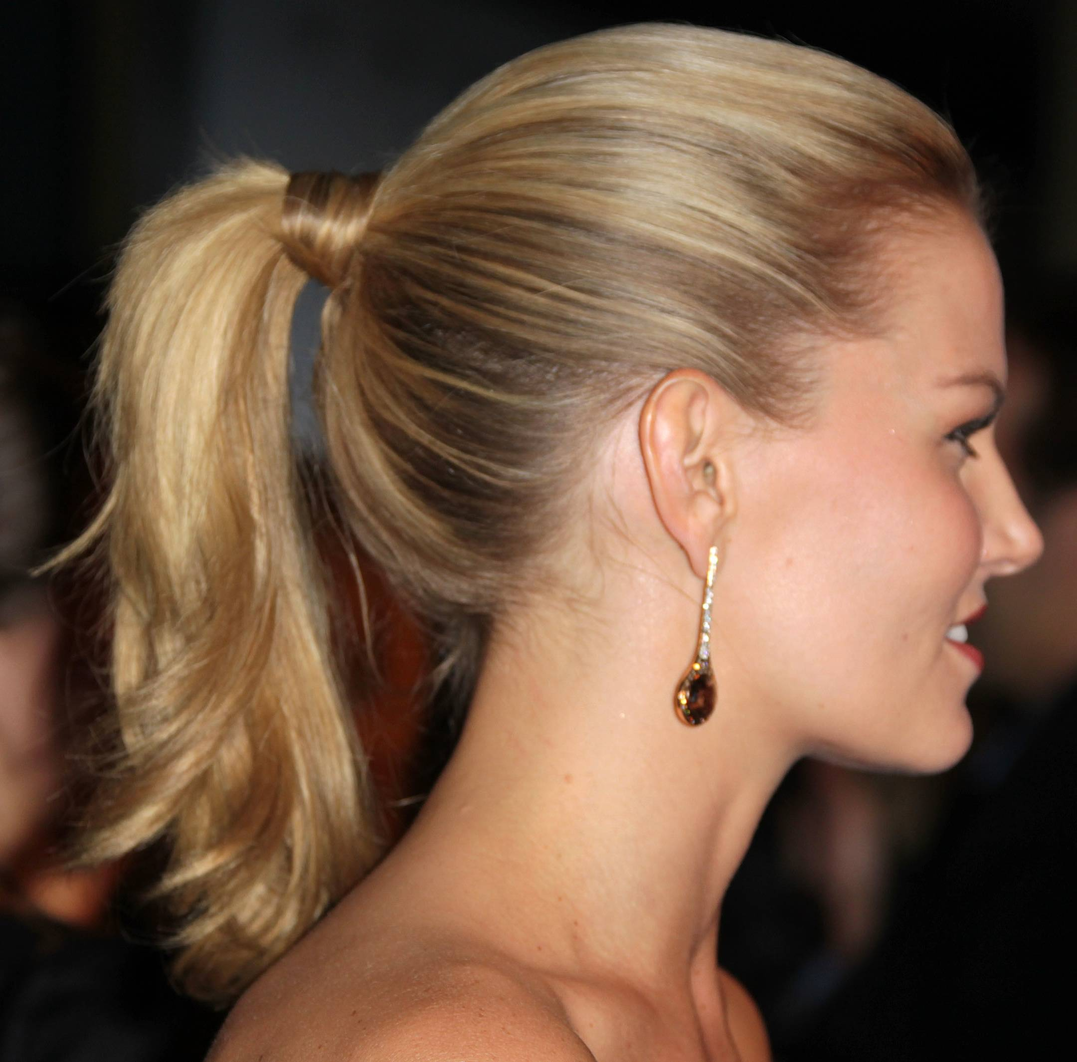 how to look good in a ponytail