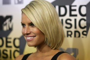 Jessica Simpson Short Straight Bob Haircut_03