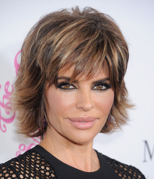 Lisa Rinna Short Medium Hairstyle-01