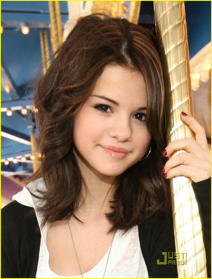 Sweet Selena Gomez With Long And Dark Straight Hairstyle Side