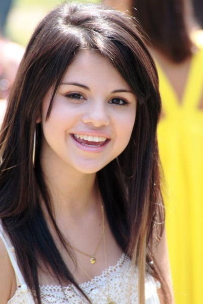 Selena Gomez with Simple Long Hairdo to Apply - Latest Hair Styles ...