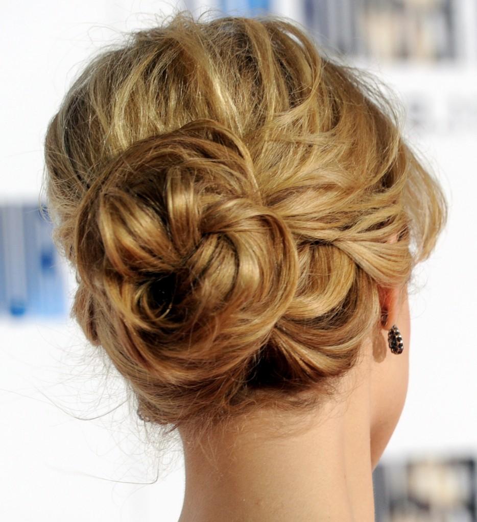 Прически для длинных волос без шпилек
