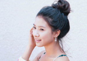 Korean hairstyle girl - Messy Bun